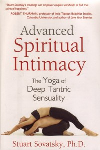 With illustrated instructions, Sovatsky reveals flow-yoga asanas, mantras and devotional breathing practices for solo kundalini yoga, as well as couples' yoga practices and chakra meditations to awaken the heart and the divinely eroticized mind.