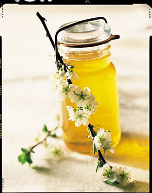 By mixing honey together with simple household ingredients such as milk, sugar and salt, you can make yourself an endless supply of inexpensive, luxurious natural beauty treatments.